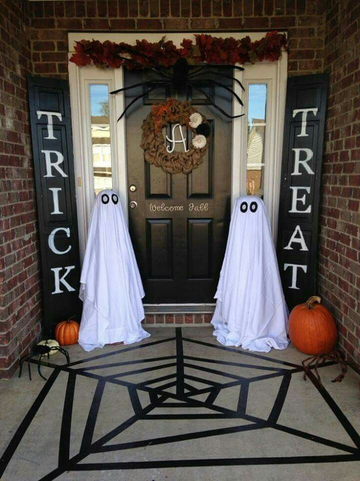 decorating ideas for halloween front porch front porch decor IBHYVOT
