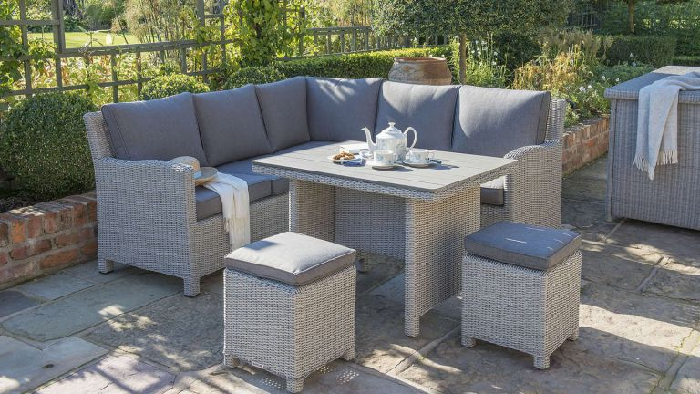 rattan garden furniture todo alt text HTICIMV