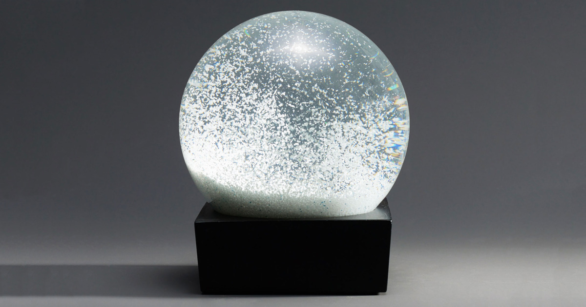 the best desk toy is this snow globe 2017 SWPXVWL