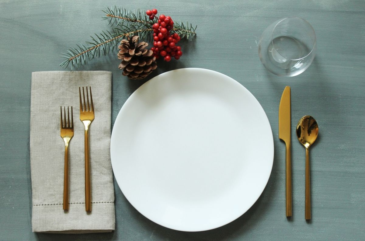 table setting simplify your holidays: easy u0026 gorgeous christmas table settings PUTRLTE