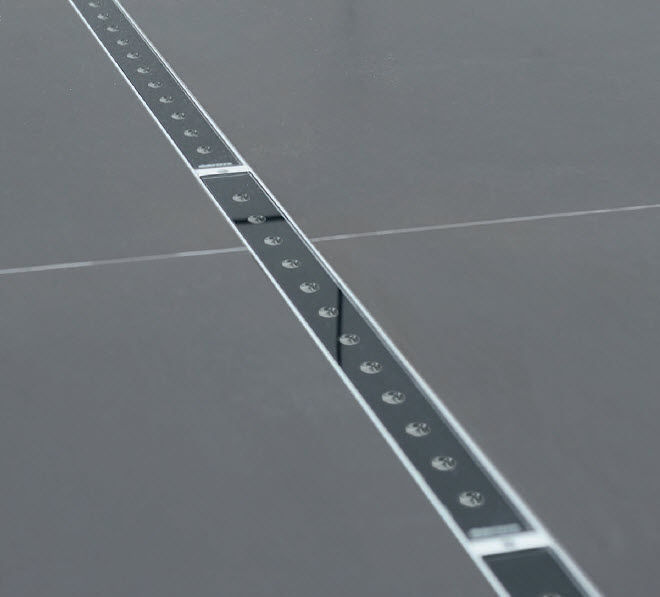 Recessed floor light fixture / LED / linear / outdoor - LINEAR3232