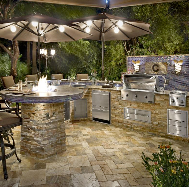 custom-outdoor-kitchens