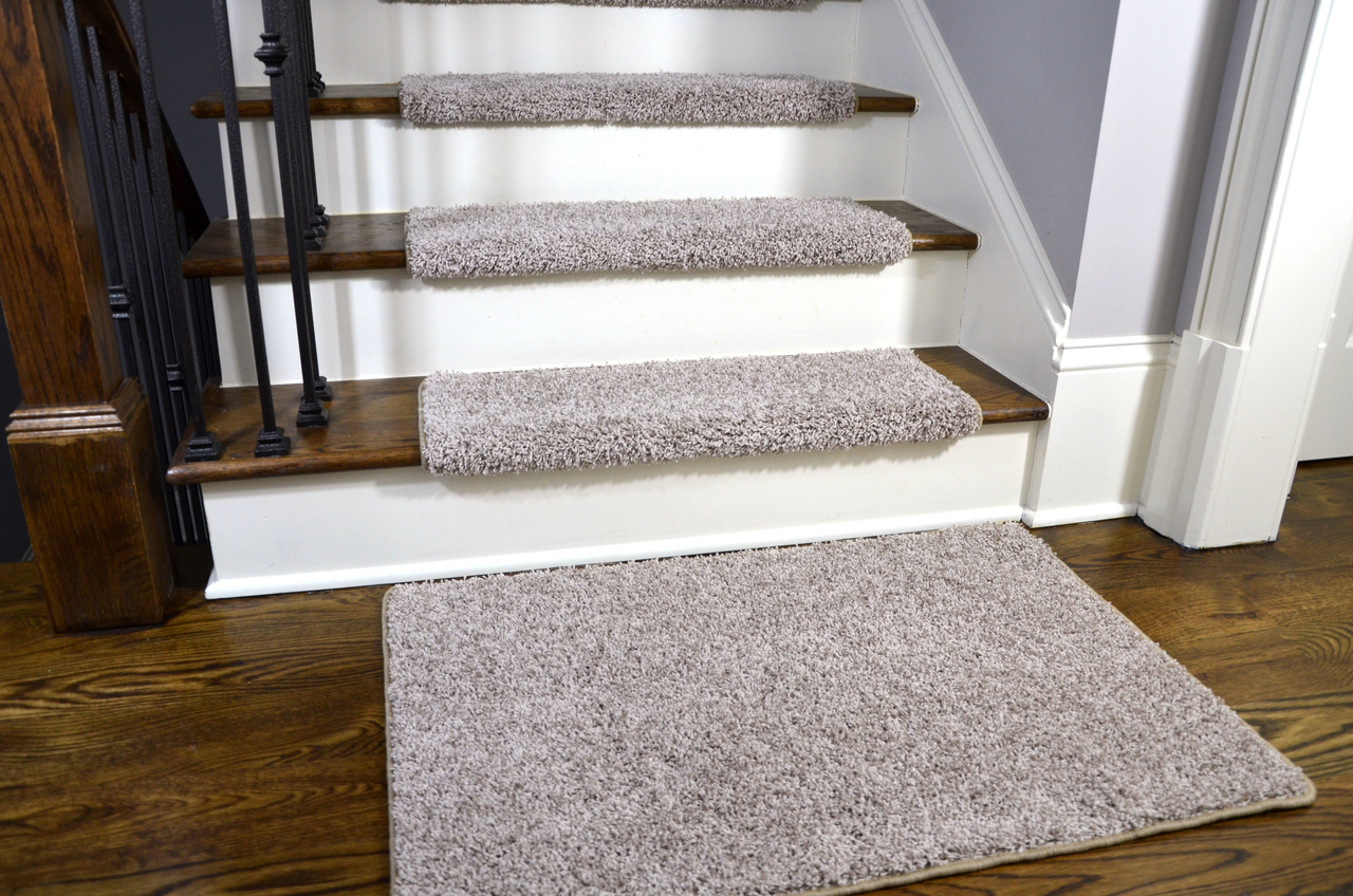 Dean Modern DIY Peel and Stick Bullnose Wraparound Non-Skid Carpet Stair  Treads - Macadamia Beige 30 Inches Wide (15) Plus a Matching 2 Foot by 3  Foot
