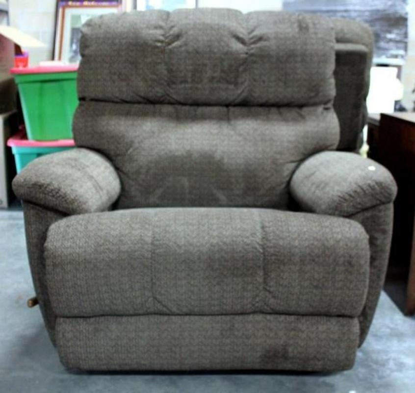 Lot 57 of 468: Lazy Boy Cloth Recliner
