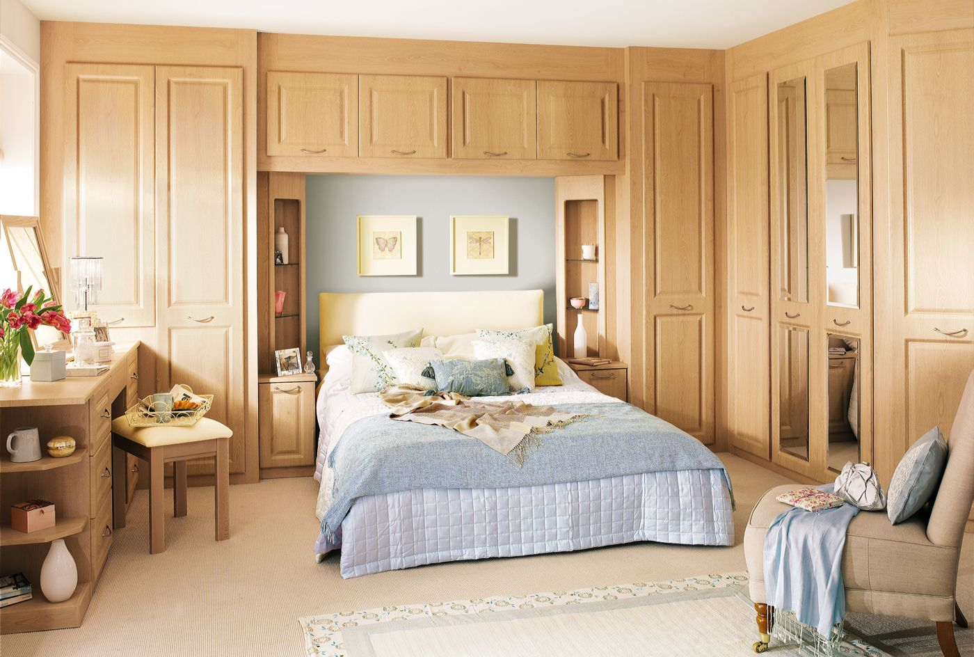 Modern-Wickes-Fitted-Bedroom-Furniture-With-Fitted-Wardrobes -Around-Bed-For-Cozy-Bedroom-Design