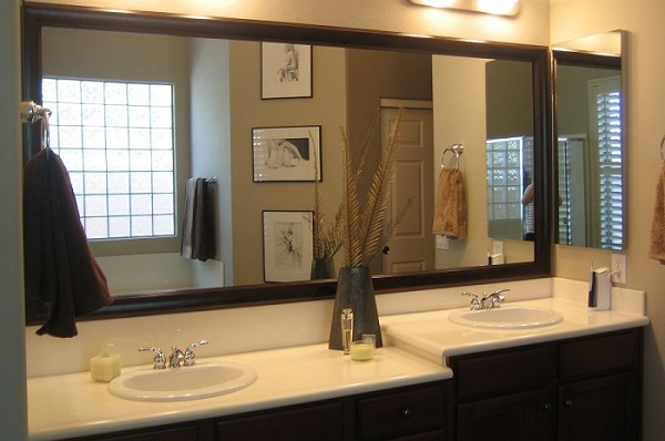 How to Use Bathroom Mirrors When Decorating Your Home