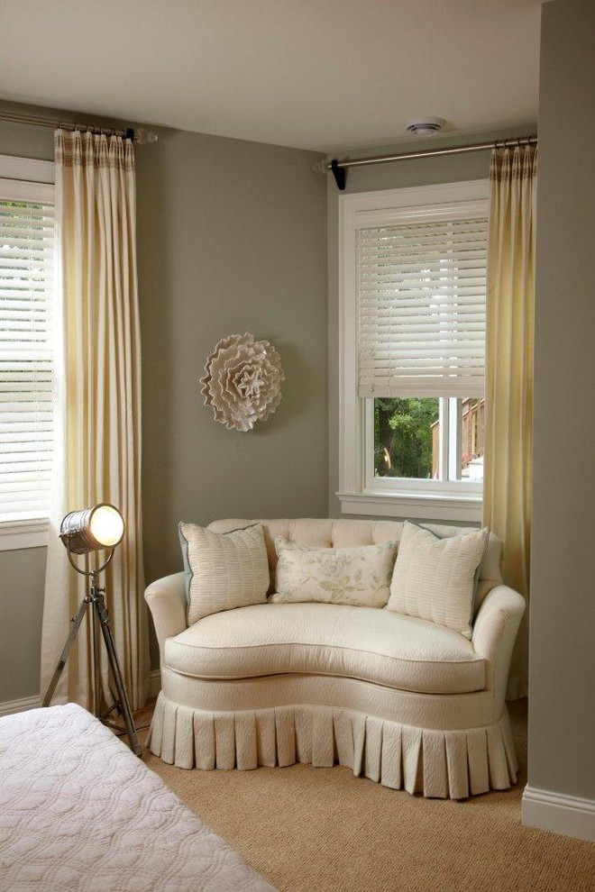 How to incorporate small loveseat for bedroom