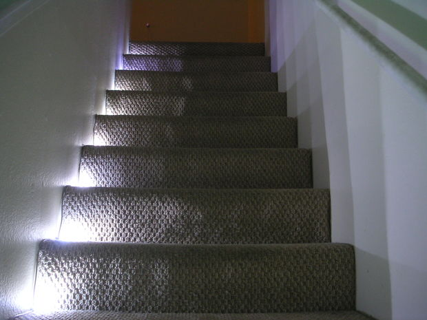 Stairway LED Lighting With IR Trip Sensor: 9 Steps