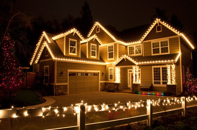 Outdoor Christmas Lights Ideas For The Roof | w i n t e r