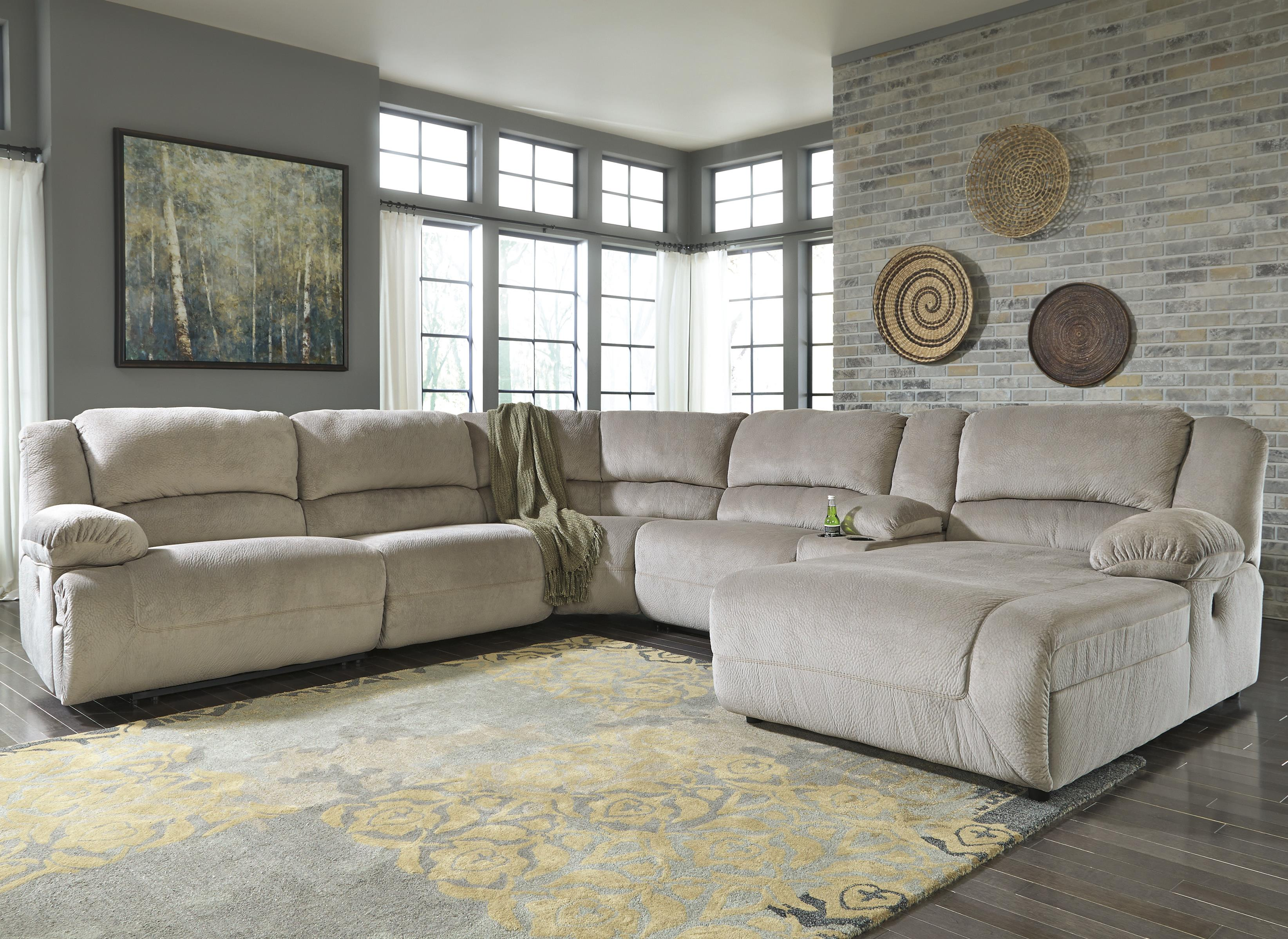 Reclining Sectional w/ Console & Chaise