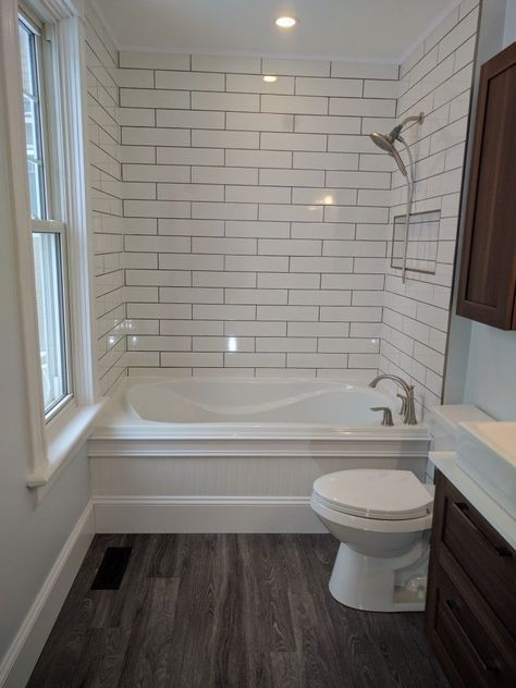 #BathroomTileideasfloorsmall Small Bathroom Tub Ideas, Dark Floor Bathroom, Small  Bathroom Remodeling, Wood